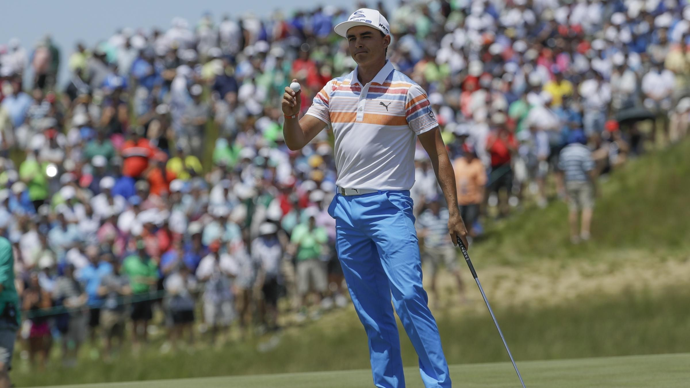 Rickie Fowler leads US Open on day of highs and lows